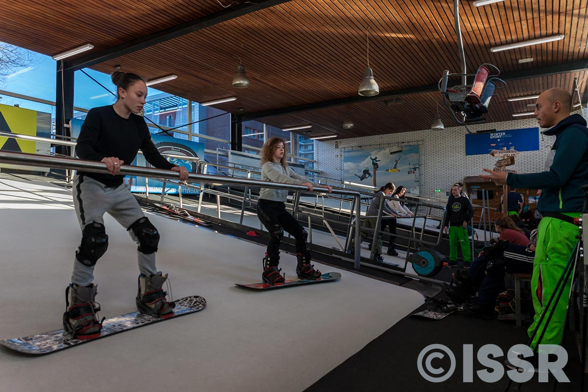 Indoor snowboardles